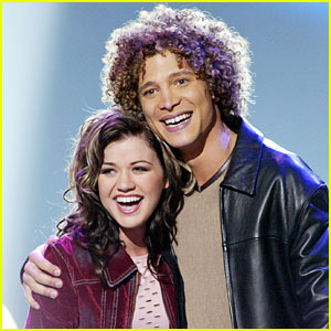 Kelly Clarkson Makes Perfect Election Joke at Justin Guarini's Expense!
