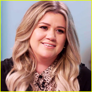 VIDEO: Kelly Clarkson Was Not Supposed To Announce Second Pregnancy At Concert