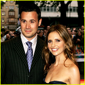 Sarah Michelle Gellar Throws It Back to First Thanksgiving with Freddie Prinze Jr.!