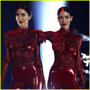 The Veronicas Go Topless & Covered in Glitter for ARIA Awards Performance!