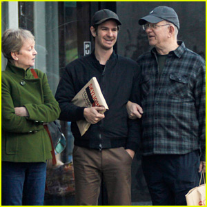 Andrew Garfield & His Parents Go Shopping Together for Last Minute Holiday Gifts