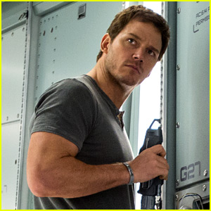 Chris Pratt Really Did Bare All for 'Passengers' Shower Scene