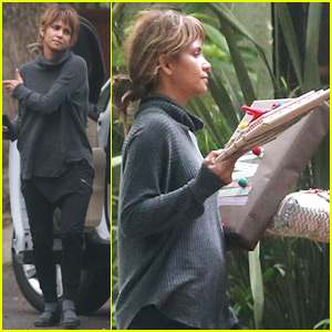 Halle Berry Plays Santa & Delivers Holiday Gifts to Friends!