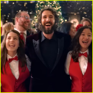 VIDEO: Josh Groban Surprises Hotel Guests With a Holiday Concert