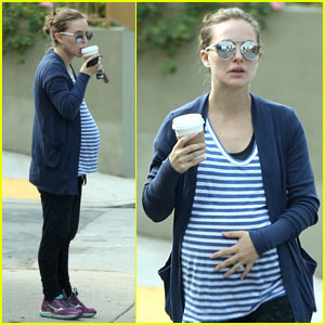 Natalie Portman & Her Baby Bump Go For a Stroll in Beverly Hills