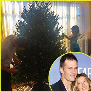 Tom Brady & Daughter Vivian Decorate Christmas Tree!