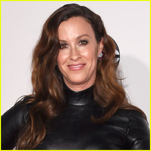 Alanis Morissette's Manager Admits to Stealing $5 Million