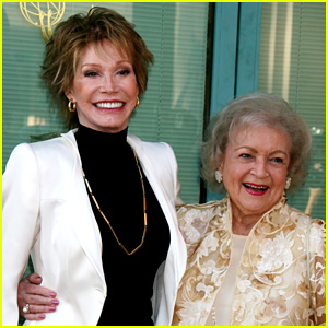 Betty White Remembers Mary Tyler Moore: 'She Was Special'