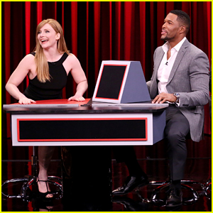 VIDEO: Bryce Dallas Howard & Michael Strahan Play Pyramid On 'The Tonight Show'!