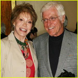Dick Van Dyke Remembers Longtime Friend Mary Tyler Moore