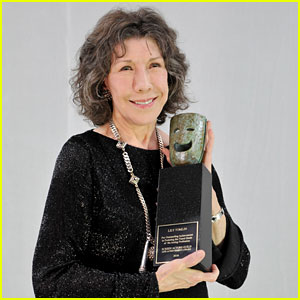 Lily Tomlin Gives Advice in Life Achievement Award Speech at SAGs 2017 (Video)