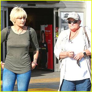 Paris Jackson Congratulates Mom Debbie Rowe On Completing Chemo!