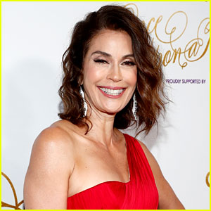 Teri Hatcher Lands Villain Role on 'Supergirl'!