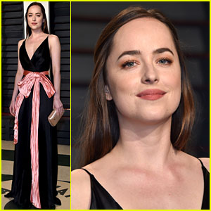 Dakota Johnson Changes Up Her Look for Vanity Fair's Oscars 2017 Party