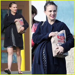 Natalie Portman & Her Mom Run Errands Together