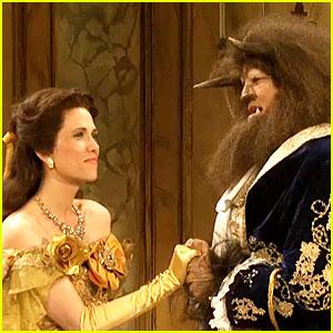 Relive SNLs 2009 Beauty The Beast Parody Starring Kristen Wiig Gerard Butler