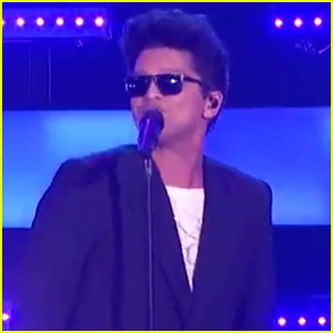 Bruno Mars Performs 'That's What I Like' at iHeartRadio Music Awards 2017 - Watch Now!