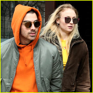 Joe Jonas & Sophie Turner Hold Hands While Leaving NYC Hotel