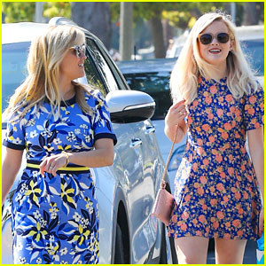 Reese Witherspoon & Daughter Ava Have Fun in Floral!