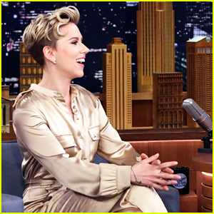 Scarlett Johansson Gets Special Magic Trick From Dan White, Plays Virtual Reality Pictionary On 'Tonight Show' - Watch Here!