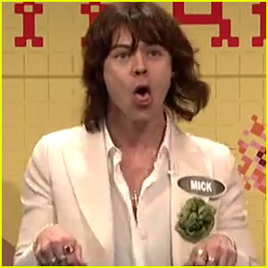 Harry Styles Channels Mick Jagger in SNL's 'Celebrity Family Feud' - Watch Now! (Video)