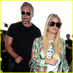 Jessica Simpson Is the Chicest Traveler at LAX Airport Today!