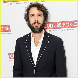 Josh Groban Sings Leonard Cohen's 'Hallelujah' With Students in the Bronx (Video)