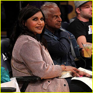 Mindy Kaling Found Heaven at the Lakers Game