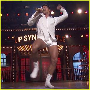 Ricky Martin Dances in