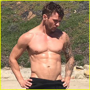 Ryan Phillippe Responds to Fan Who Calls Him 'So Old & So Hot'