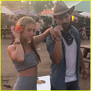 Taylor Lautner & Billie Lourd Are 'Trying to Fit In' at Stagecoach