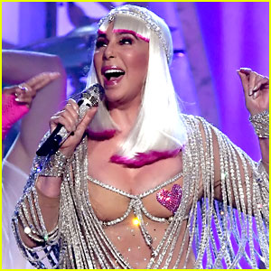 Cher Gives First Awards Show Performance in 15 Years - Watch Now!