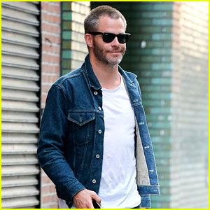 Chris Pine Enjoys a Low-Key Afternoon in New York