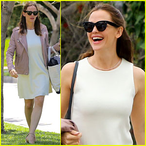 Jennifer Garner is All Smiles While Spending Mother's Day With Her Kids