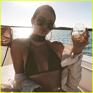 Kendall Jenner Is On Vacation with Her Model Friends!