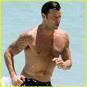 Ricky Martin Gives Off Major 'Baywatch' Vibes with Shirtless Beach Run!