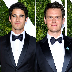computergames - Darren's Miscellaneous Projects and Events for 2017 - Page 2 Darren-criss-jonathan-groff-tony-awards-2017