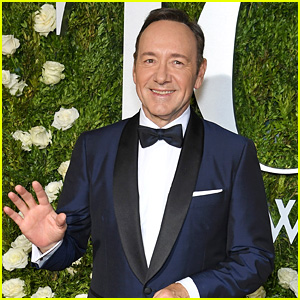 Tony Awards Host Kevin Spacey Hits the Red Carpet!