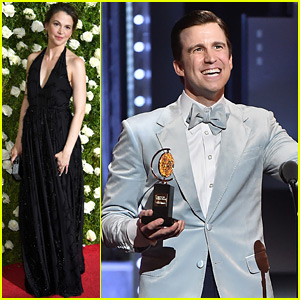 Sutton Foster Presents to Former Co-Star Gavin Creel at Tonys