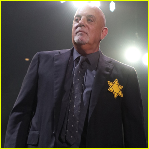Billy Joel Wears Star of David During Concert in NYC