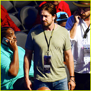 Gerard Butler Says Hello to Chris Hemsworth at Mayweather vs McGregor Fight