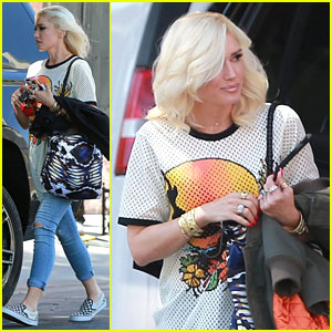 Gwen Stefani Visits Blake Shelton On Music Video Set