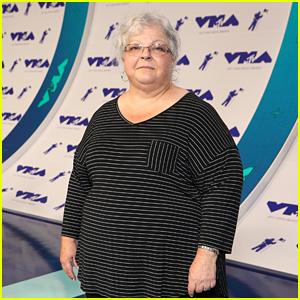 Heather Heyer's Mom Susan Bro Attends MTV VMAs 2017