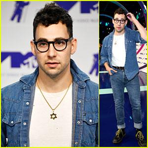 Jack Antonoff Rocks Denim Look on MTV VMAs 2017 Red Carpet