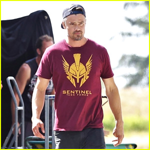 Josh Duhamel & 'Buddy Games' Co-Stars Strike a Pose on Set