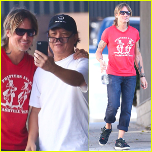Keith Urban Chats with a Fan During Sunday Outing