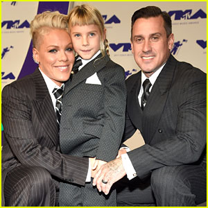Pink's Daughter Willow & Husband Carey Hart Support Her at MTV VMAs 2017 Wearing Matching Suits!