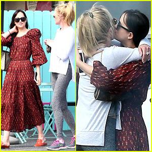 Dakota Johnson & Mom Melanie Griffith Hug It Out After Coffee Date!