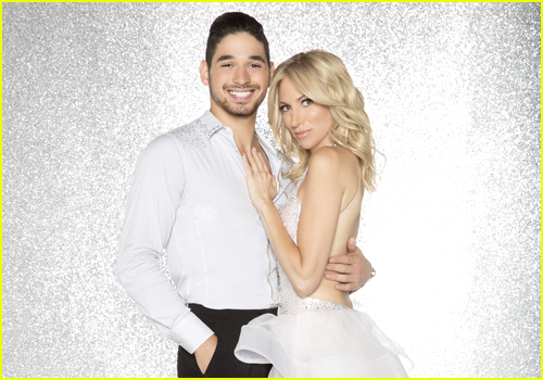 Are any of the couples dating on dancing with the stars #5