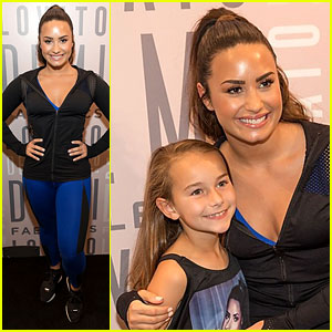 Demi Lovato Had 700 Fans Attend Her Meet & Greet!